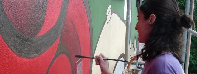 Artistas-del-imvg-alicia-pintando-rojo-carrusel