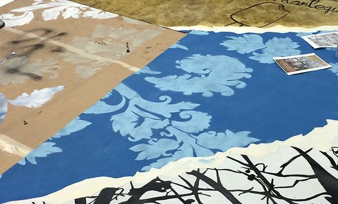 pintando en el suelo