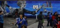 El Centro López de Guereñu estrena un mural pintado.