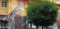 El itinerario muralístico de Vitoria llega a otras tres fachadas con nuevas pinturas y mosaicos