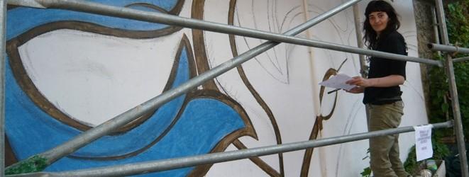 Artistas-del-imvg-josune-pintando-carrusel